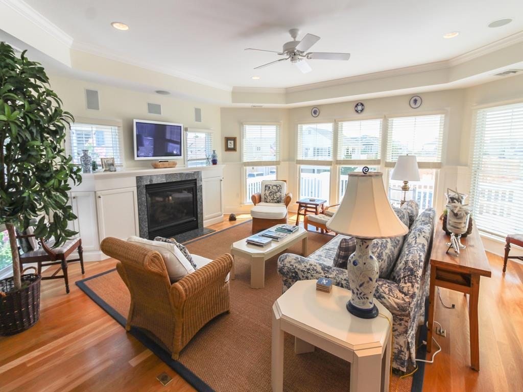 210 121st Street Stone Harbor NJ Seashore Home 1st Fl Bedroom Queen View2