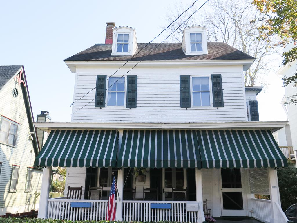 652 Hughes St, Cape May