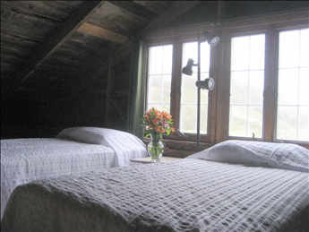 Sleeping loft with twin beds