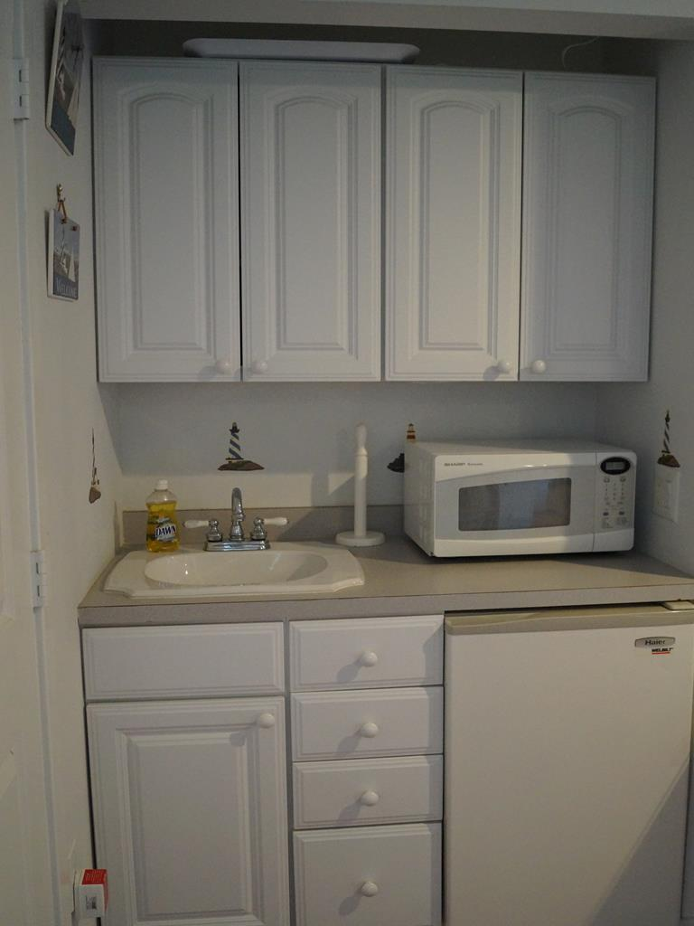Kitchenette in first fl suite