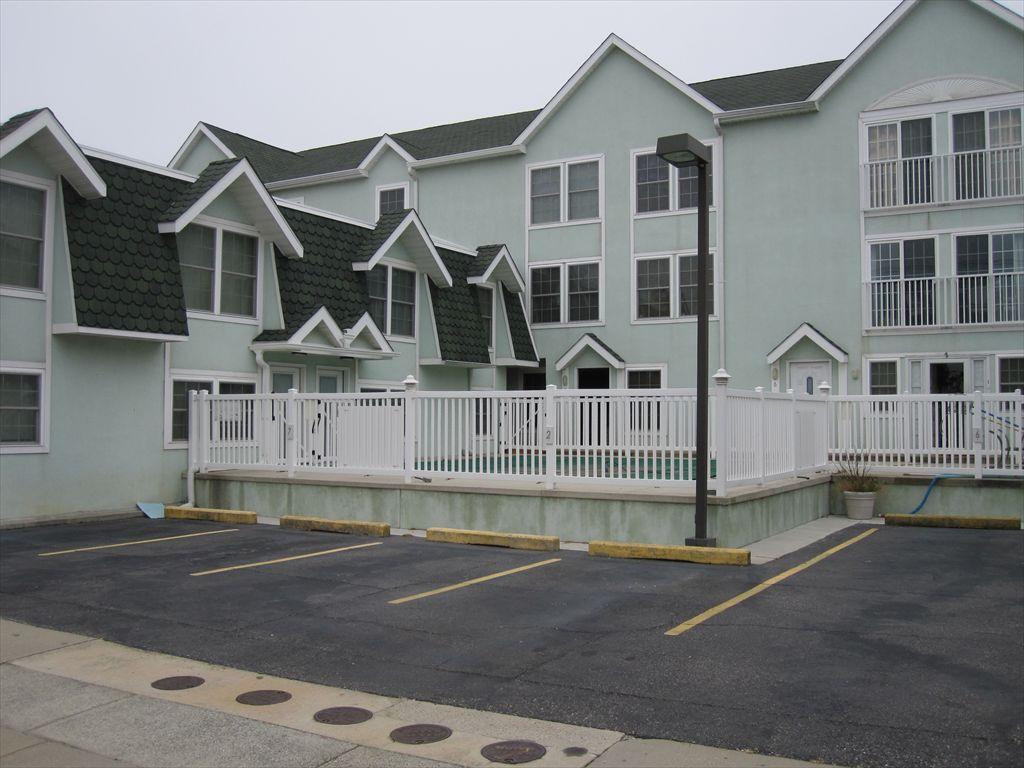 215 E Hand Avenue, Wildwood Unit: 8 Floor: 2nd