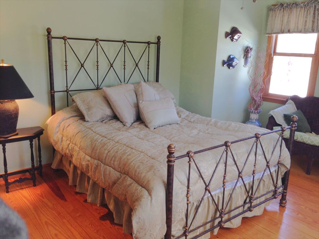 First Floor Bedroom with Queen