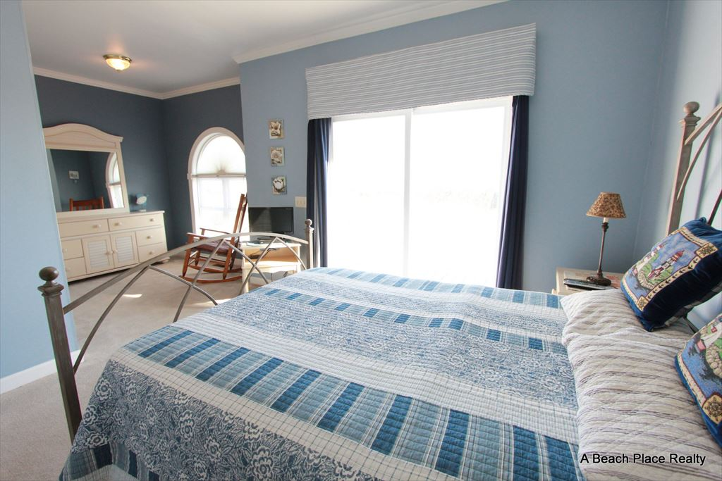 Oceanfront Master Bedroom 2, Queen Bed w/Private Bath, First Level - Surf n Sound