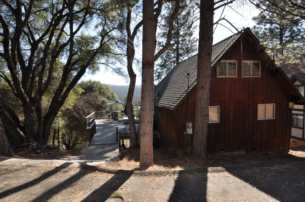 Vacation rentals groveland for Groveland ca cabin rentals