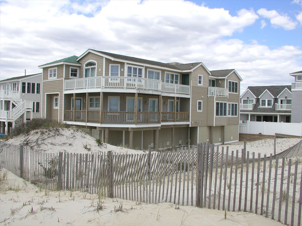 211 Kentford Avenue, Beach Haven Unit: North