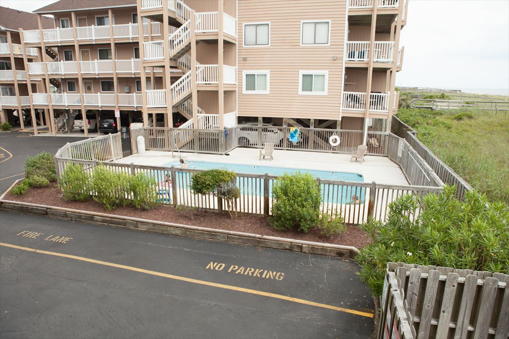 1101 S. Lake Park Blvd., Carolina Beach Unit: C-9 Floor: 1