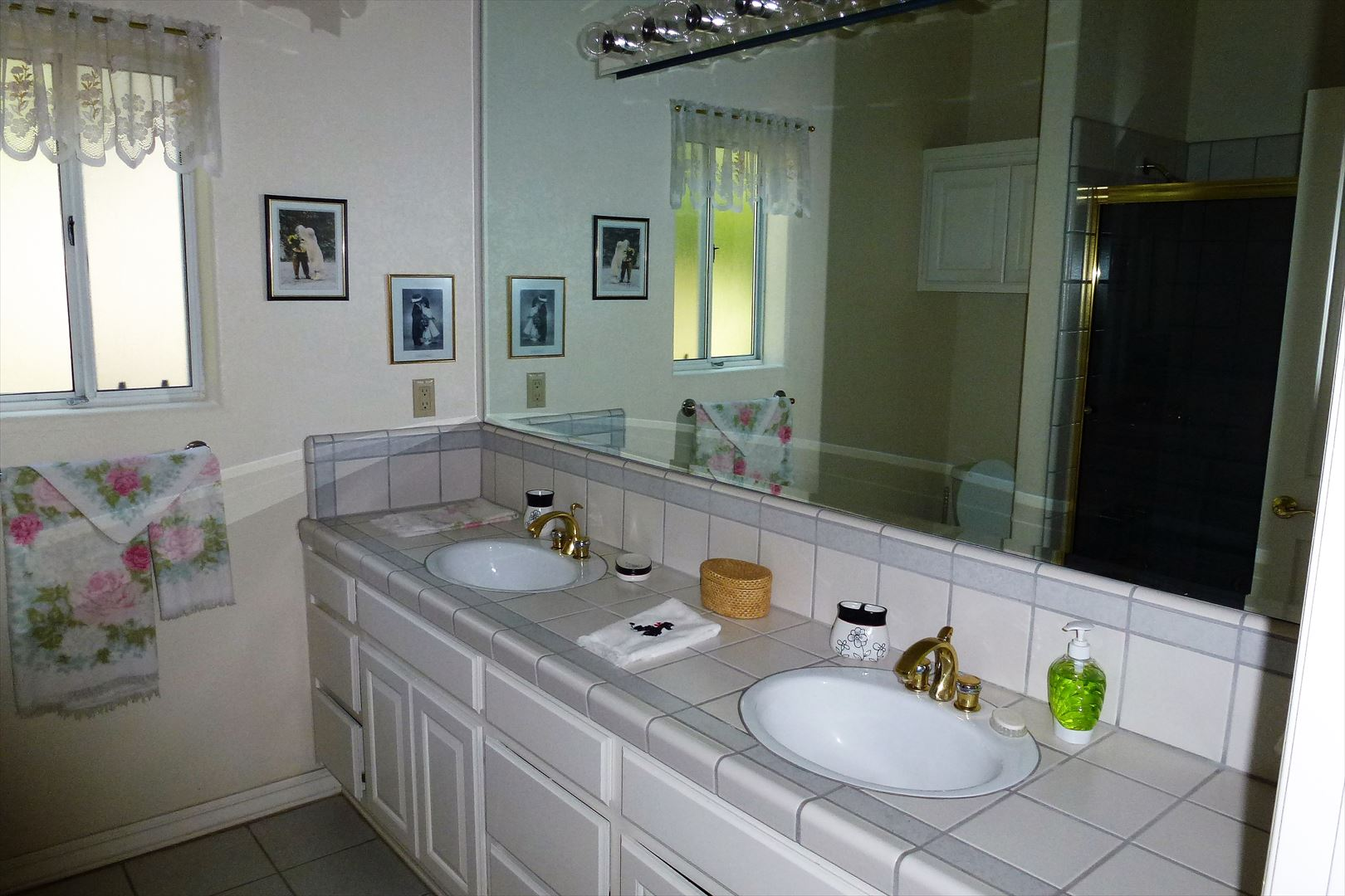 Large double sink tub/shower combo downstairs bathroom located close to bedrooms and across from the indoor lundry room.