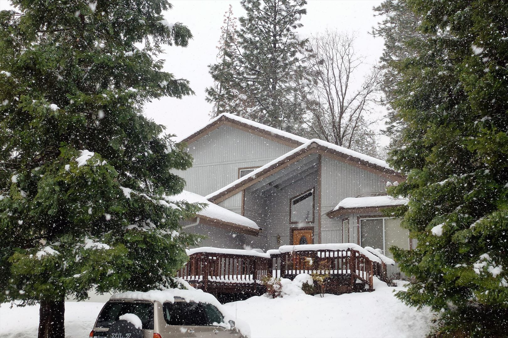 A beautiful snowy day at TJ's Chalet! 30 minutes to snow play area in winter!