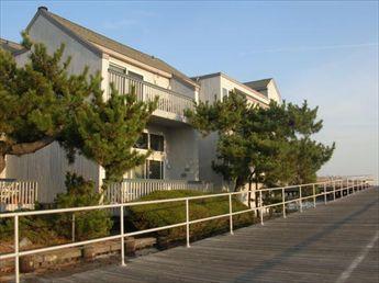 920 Brighton Place, Ocean City Unit: 15 Floor: T/H