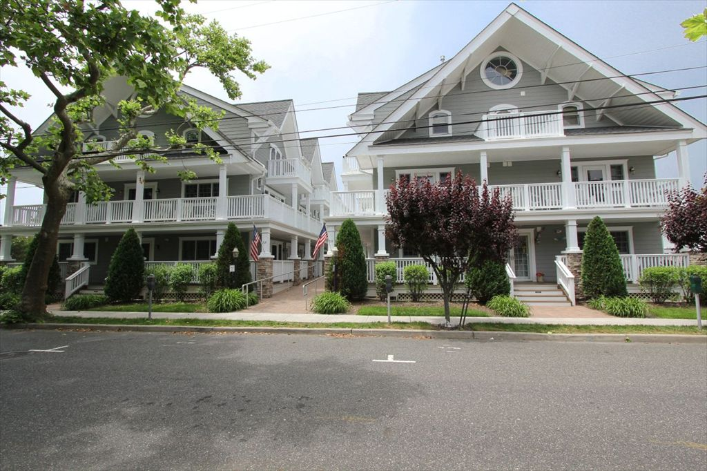 219 S Lafayette St, Cape May Unit: 1C