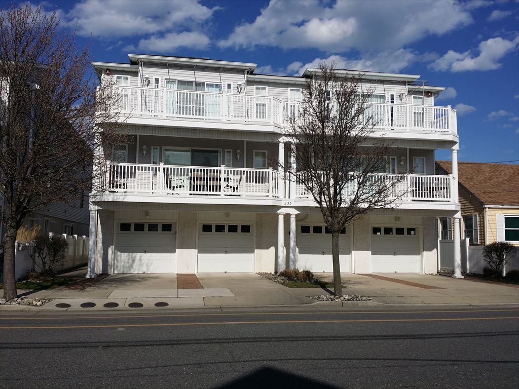 233 EAST ROBERTS AVENUE UNIT A IN WILDWOOD NEW JERSEY Is A 3 Bedroom 2 Bath