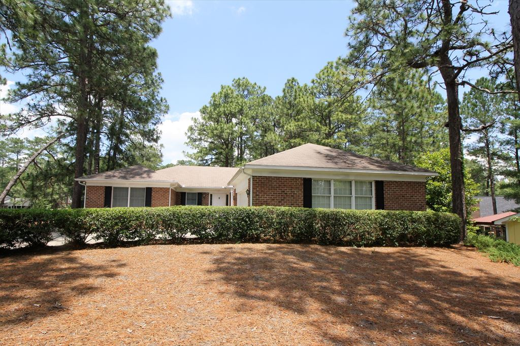 3 Quail Lake Road W, Pinehurst