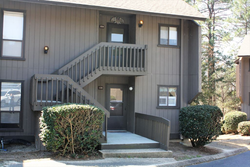 Saint Andrews # 128, 10 Pine Tree Road, Pinehurst Unit: 128 Floor: 1