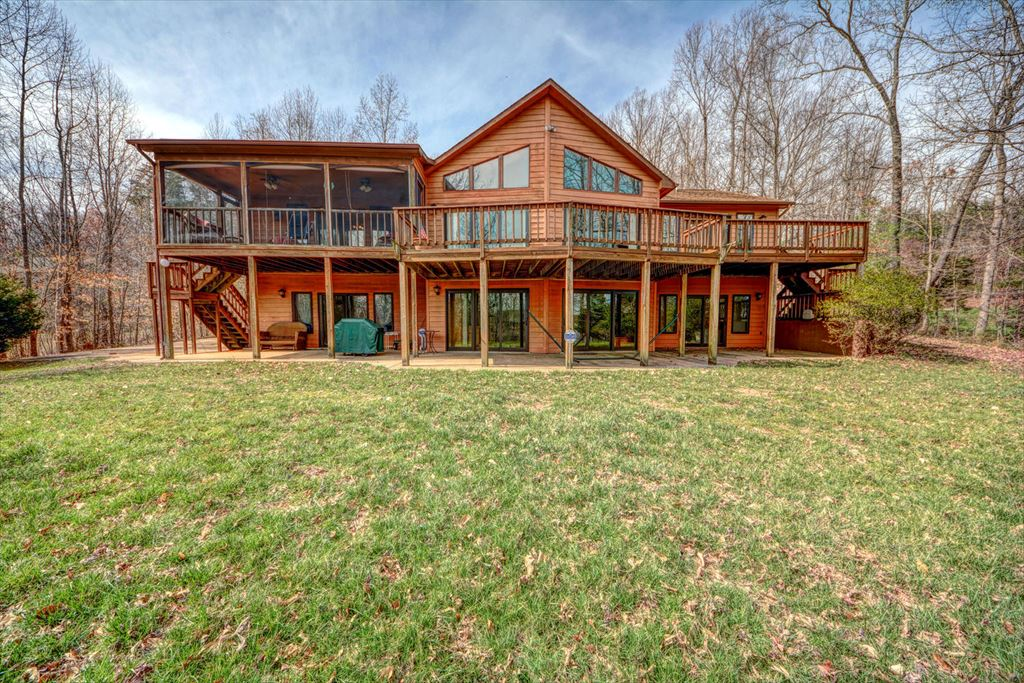 568 Plum Tree Road, Bumpass