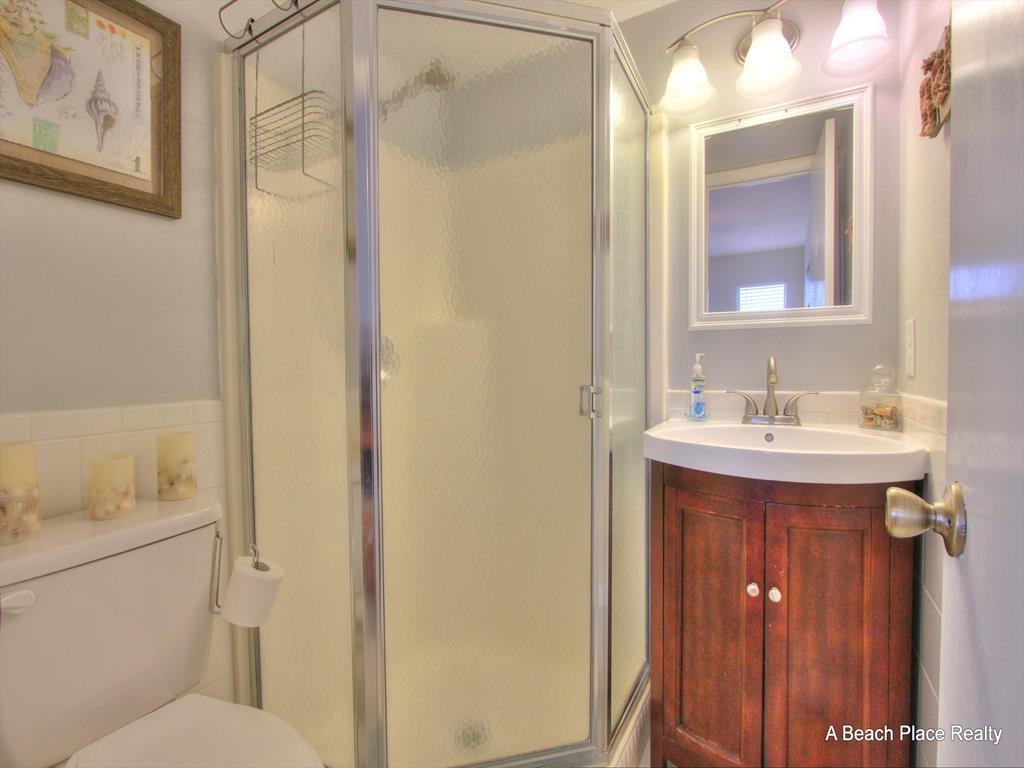 Hall Bath with Tub/Shower
