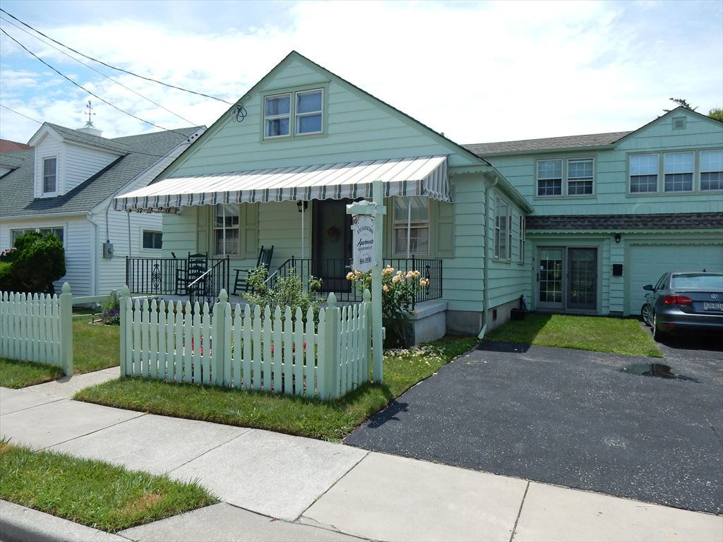 22 Stockton Place, Cape May Unit: B Oceanside