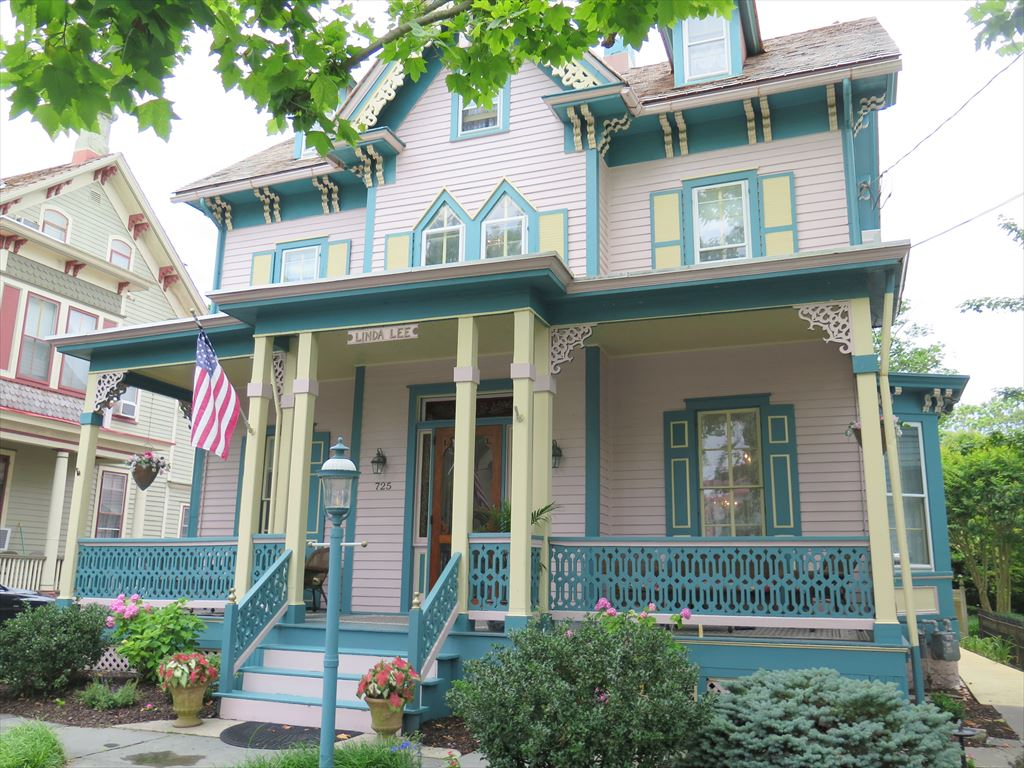 725 Columbia Avenue, Cape May