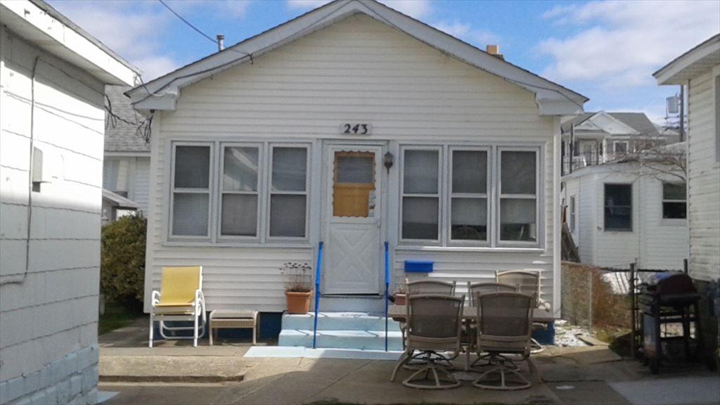 243 E Bennett Ave, Wildwood Unit: rear cottage