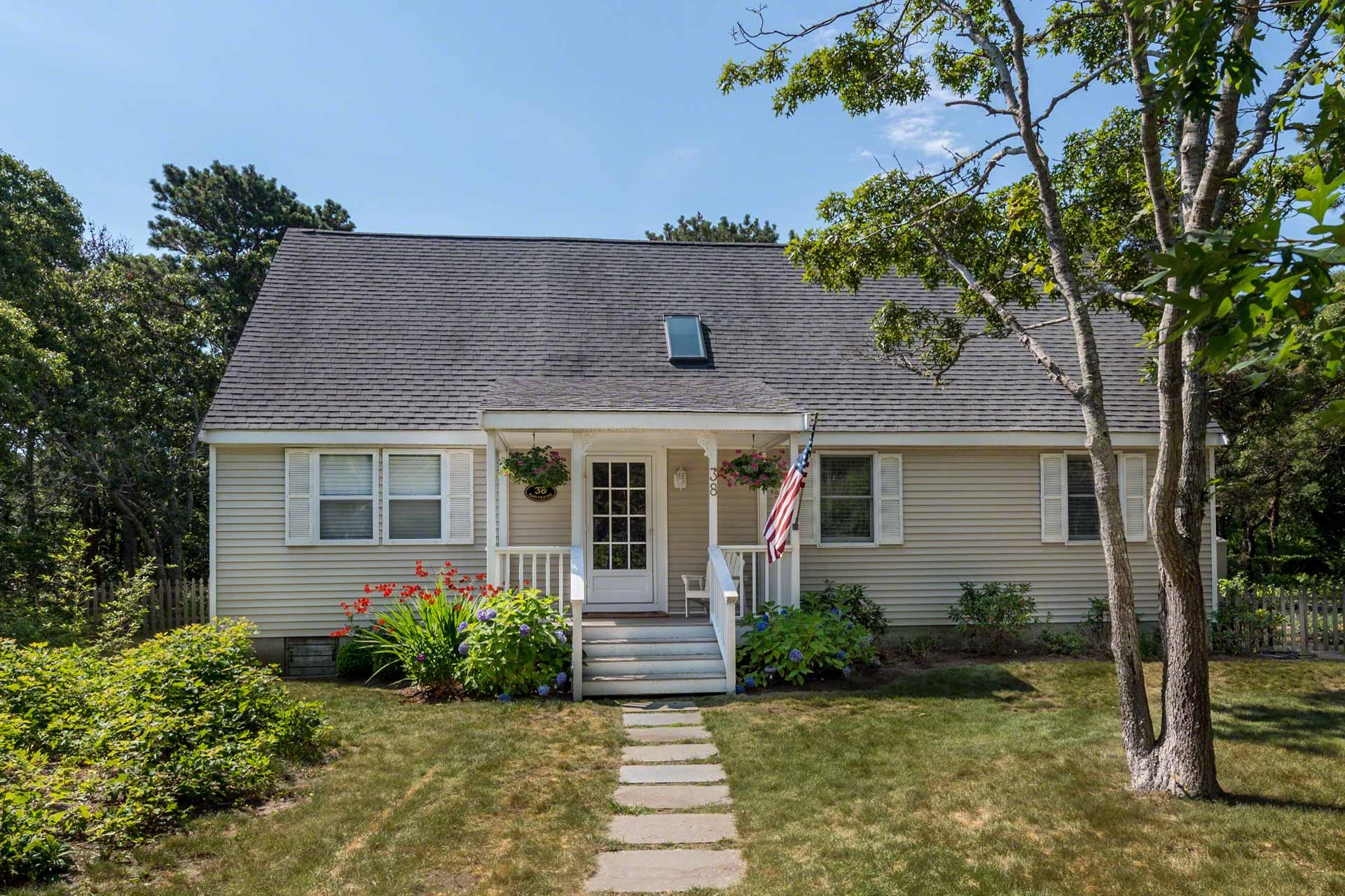 38 Plain Field Way, Edgartown Unit: Newly Listed Floor: Featured